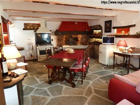 camino per taverna camino rustico da taverna con secchiaio in marmo