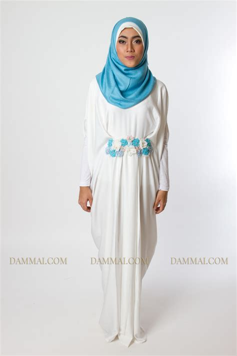 Baju Gamis Amar Putih Kerah Tinggi Bahan Silky simple white blue roses kaftan dammai