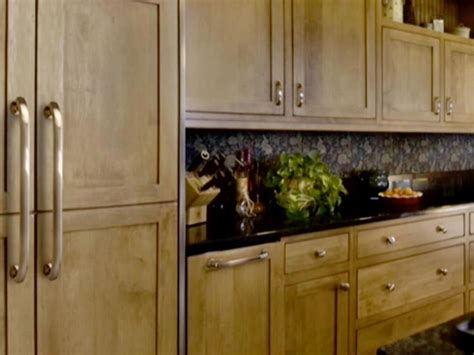 How To Choose Hardware For Kitchen Cabinets | choosing kitchen cabinet knobs pulls and handles diy
