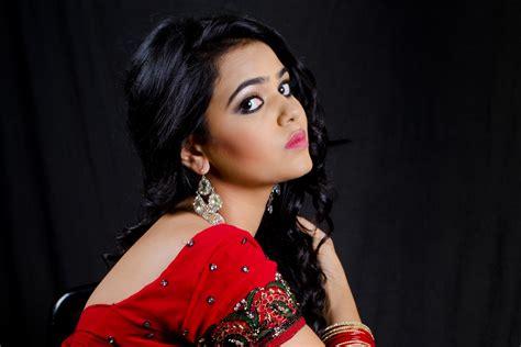 Indian Girl Wallpaper 20994   Baltana