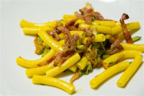 pasta con i fiori di zucca e pancetta pasta fiori di zucca e pancetta ricetta