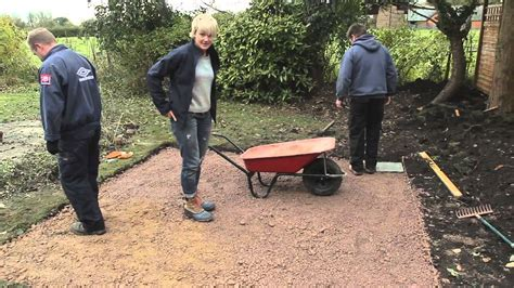 How To Lay Patio Slabs by Diy How To Lay Paving Slabs Patio With Philippa
