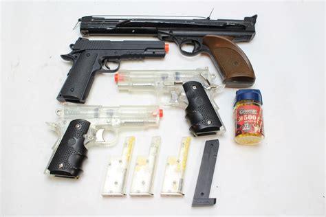Bb Plastik 6 Mm bb guns and plastic 6 mm bbs 100 bbs and 4 guns property room