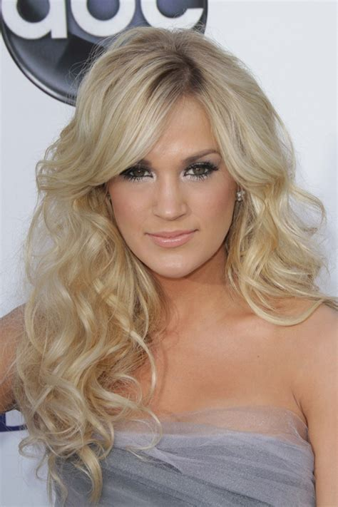 carrie underwood new hair color carrie underwood s hairstyles hair colors steal her style