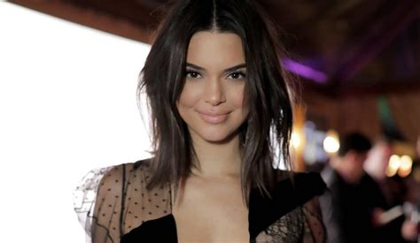fake reports  kendall jenners lip surgery riling