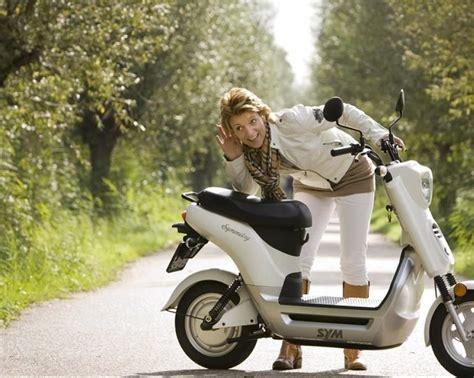 sym symmetry elektrikli scooter