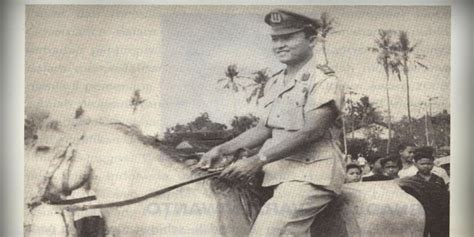 Diskon Buku Memoar Jasin Sang Polisi Pejuang Gramedia kisah heroik jenderal jasin maju hentikan perang brimob vs