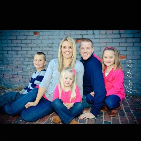 family of 5 photo pose ideas in the family pose below i family of 5 pose photography ideas pinterest