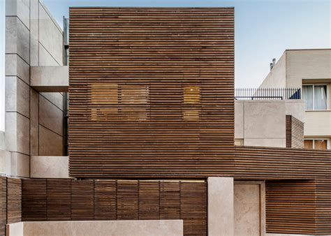 Hausfassade Aus Holz by Modern Home In Iran Features Striking Slatted Timber