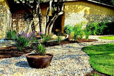 small rock garden design ideas hardscaping pea gravel