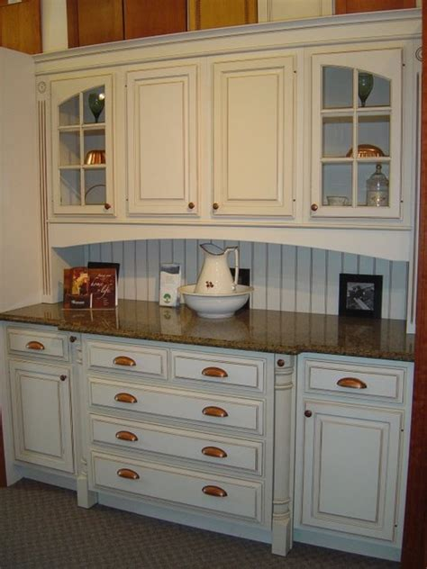 display kitchen cabinets showroom displays traditional kitchen cabinetry