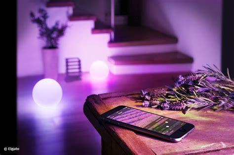 stimmungslicht schlafzimmer dynamisches stimmungslicht mit handy tablet und apple