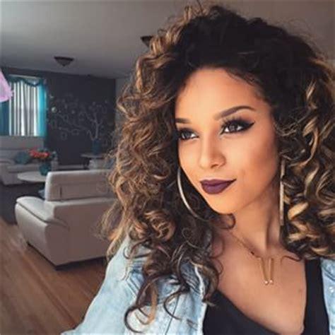 beautiful light skinn women with curly hair image 2577784 by patrisha on favim com