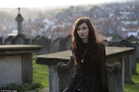 women in this town thousands descend on seaside town for whitby goth weekend daily mail online