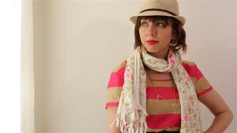 How To Make A Handmade Scarf - how to make a handmade stylish scarf kin diy