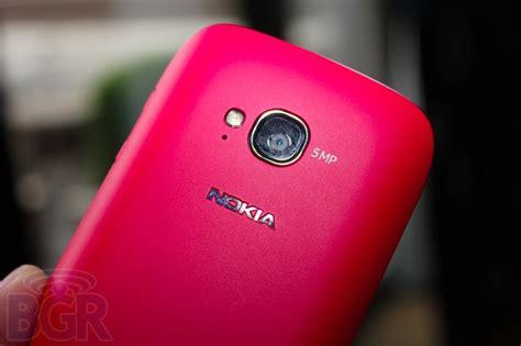 Hp Nokia Warna Warni nokia lumia 710 versi murah lumia 800 fitur sedikit dipangkas review hp terbaru