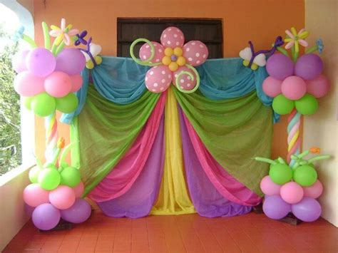 Background Decoration For Birthday At Home by Columnas En Flores Decoraci 243 N Con Globos
