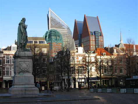 opblaasboot den haag attēls a square in the center of the hague jpg vikipēdija