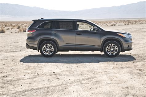 2014 Toyota Highlander Xle Awd First Test Motor Trend