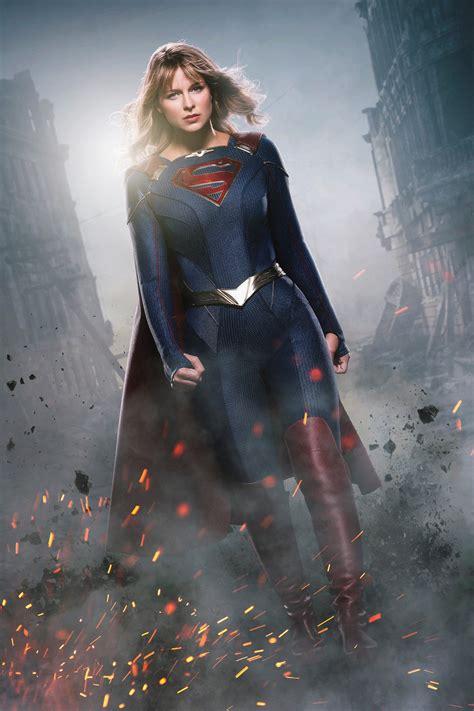 heres   close    supergirls  suit batman news