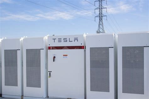 tesla to build world s largest lithium ion battery in