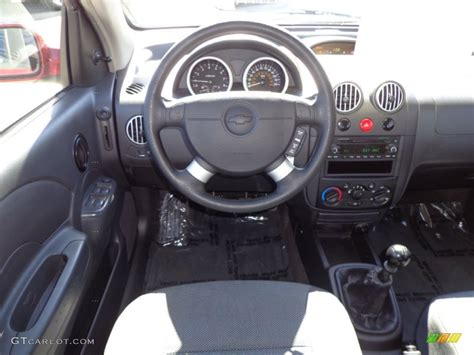 Chevrolet Aveo 2006 Interior by 2006 Chevrolet Aveo Lt Hatchback Charcoal Dashboard Photo