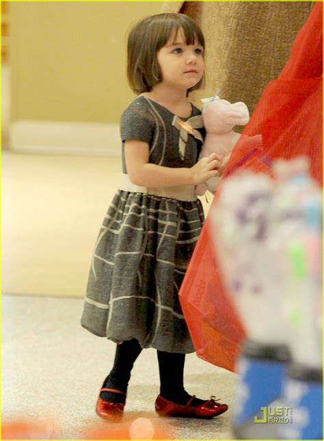Holmess Shopping Spree For Suri by Suri Cruise Fao Schwarz Shopping Spree Photo 1586561