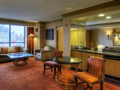 luxor one bedroom luxury suite luxor promo codes hotel discounts vegas offer codes