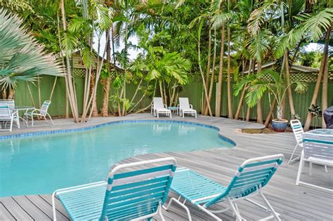 tropical luxury  bedroom nightly vacation rental