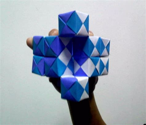 How To Make A Paper Moving Cube - moving sonobe cubes 2 pressed angled view by