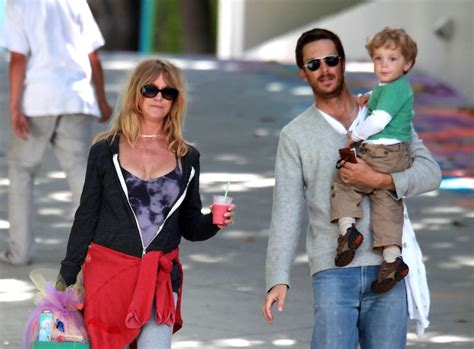 oliver hudson poker goldie hawn and oliver hudson photos photos celebs at a