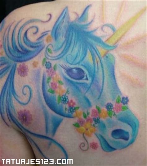 imagenes de unicornios con alas cuernos de unicornio pictures to pin on pinterest tattooskid