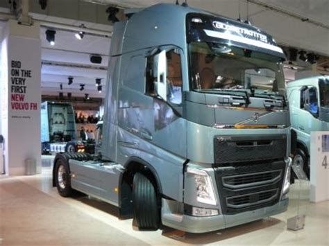 volvo to auction first new euro 6 fh on ebay   iaa