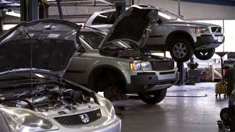 Auto Machenic by Professional Automotive Repair Auto Repair Shop In