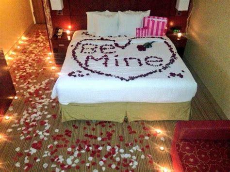 imagenes de rosas en la cama 15 ideas para decorarle la cama con rosas a una chica