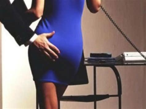 sculacciata sul sedere sculacciata in ufficio non 232 reato la decisione