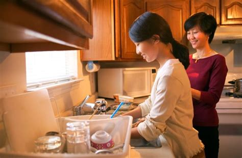 more students living at home during college and