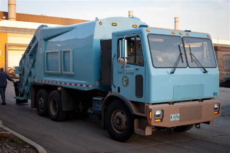 electric company truck first electric garbage truck in us hauls 9 tons of chicago