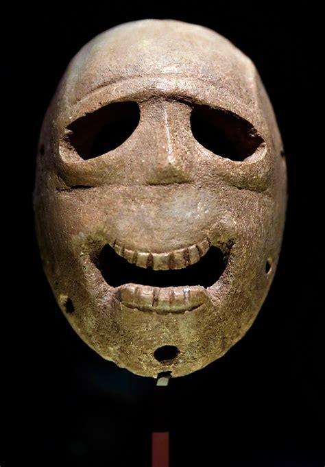 Masker Go ynetnews culture ancient masks go on display in jerusalem