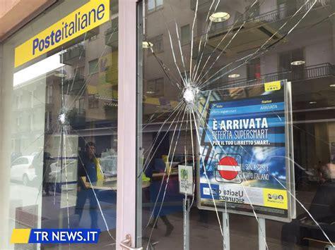 ufficio postale lecce raid in centro e danneggiamenti alle poste identificati