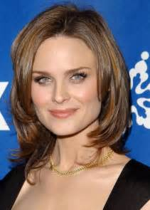 Best hairstyles for square faces over 50 long hairstyles