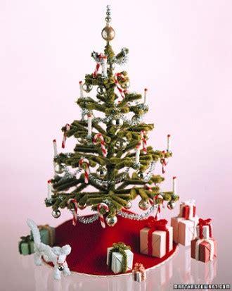 albero di natale con candele come addobbare l albero di natale 26 idee per decorazioni