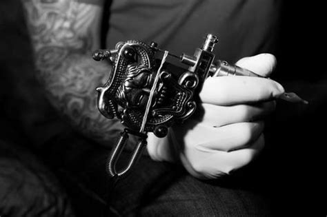 tattoo gun tumblr 10 tips on getting a tattoo for the first time