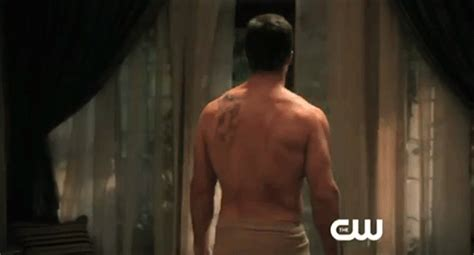 dragon tattoo on oliver queen s back arrow oliver queen arrow stephen amell quot stephen