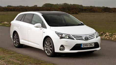 toyota avensis estate 2013 toyota avensis tourer review top gear