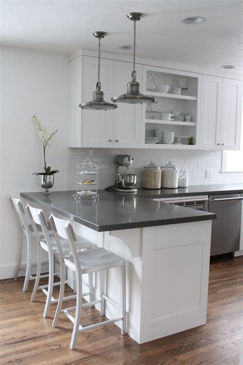quartz countertops with off white cabinets this is it white cabinets subway tile quartz