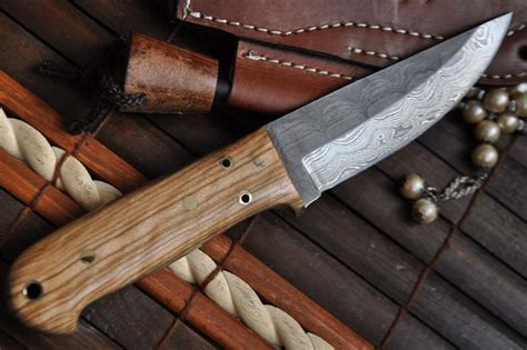Handmade Knife Makers - custom made damascus buscraft knife handmade