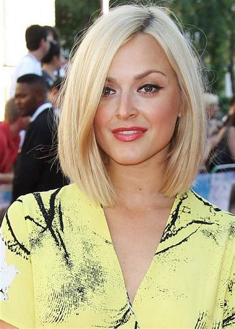 zero degree haircut coming down in a slight v shape 22 stick straight bob haircuts with style 2018 hairstyle