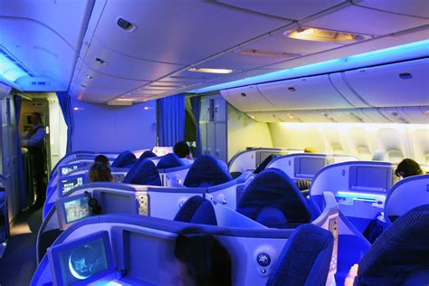 dreamliner cabin the boeing 787 dreamliner has luxurious workspaces that