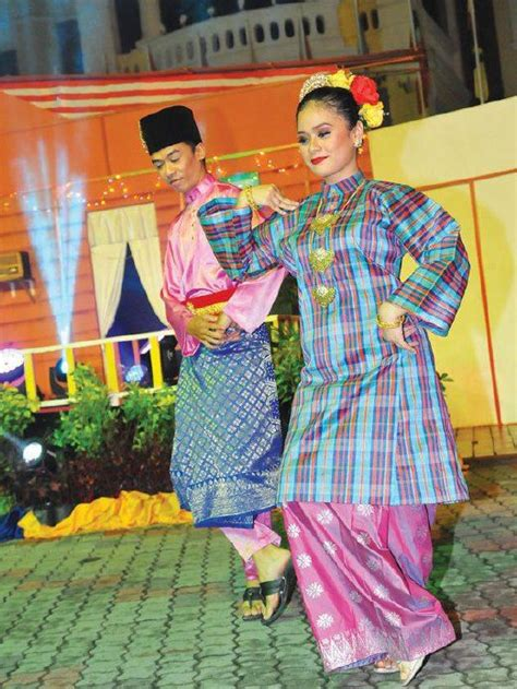 malaysia joget 17 best images about malays on pinterest java malay